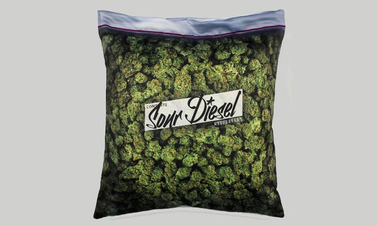 Freak out everyone with this unique weed stash pillowcase which resembles stash of weed with an aromatherapy stash packet to frighten any anti-weed person.