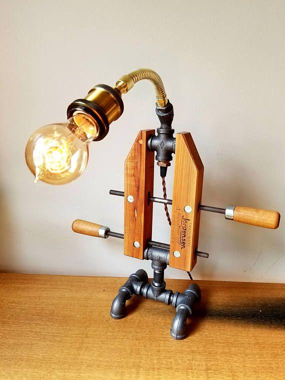 La Lampe A Pince Fait Un Excellent Ajout A Votre Bureau Ou Votre