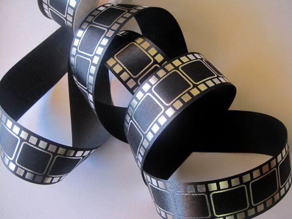 Bienvenue à Primrose dentelle et ruban !  Cette liste est pour une garniture de ruban intéressant qui dispose dun motif imprimé de movie film.