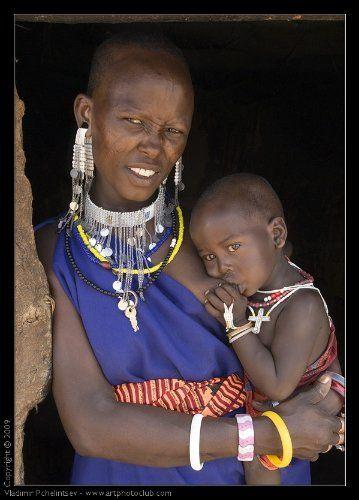 Девушки также проходят обряд обрезания, которое является началом серии ритуалов, после которых они готовы к браку. По представлениям масаев эта процедура обязательна, и мужчины имеют право отказаться от женщин, которые эту процедуру не прошли, или брать такую невесту за очень низкую плату. Те, кто не прошли обрезание, считаются недостаточно взрослыми. Если обрезание мальчиков приносит мало побочных эффектов, обрезания девочек обладают высокой степенью риска хронических, инфекционных…
