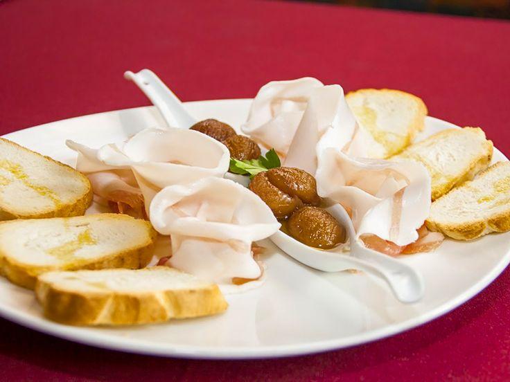 #Antipasto con buon lardo, castagne al #miele di #acacia trentina e crostini di pane. #TrentinoGusto, TrentinodaGustare, #SoloCoseBuone!