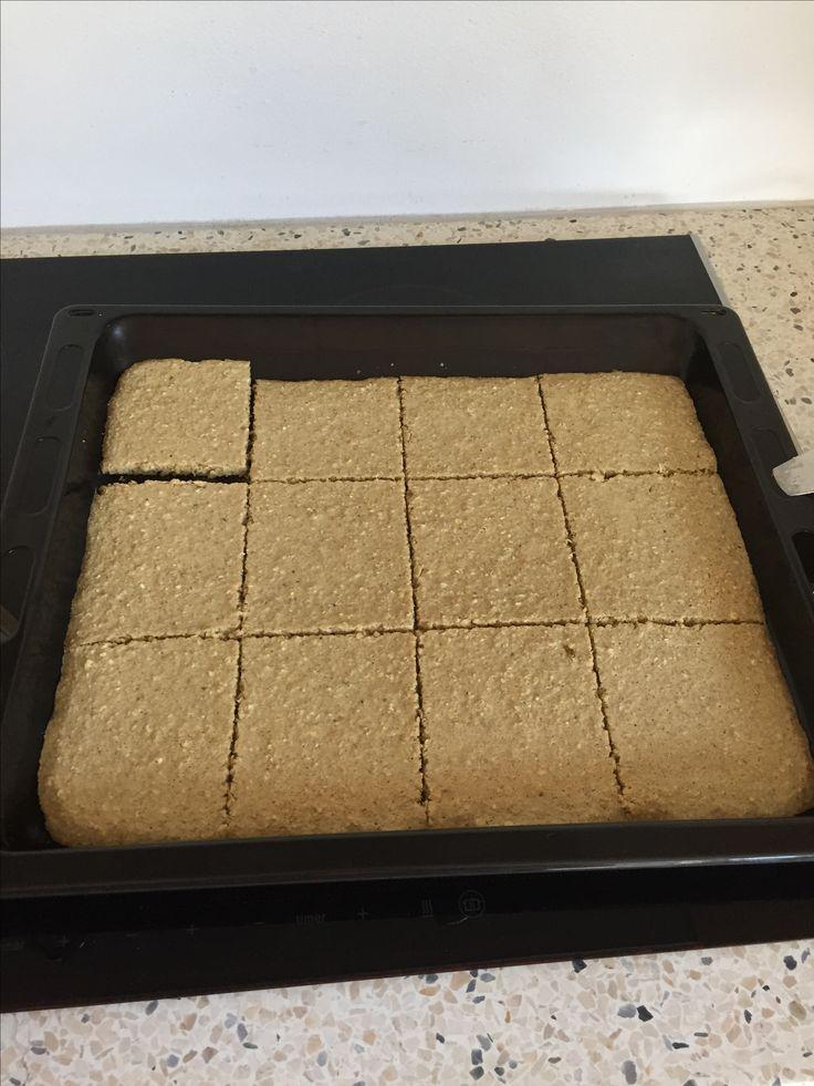 Morgenmadspandekager Bagt 10 min v. 200 gr.  Skæres ud så de passer til brødrister. Opbevares i køleskab.  3 æg, 2 modne bananer, 2 dl mælk, 1dl fuldkornsmel, blendes, tilsæt havregryn til grødlign. konsistens.  Spises m. frugt, sirup eller marmelade.