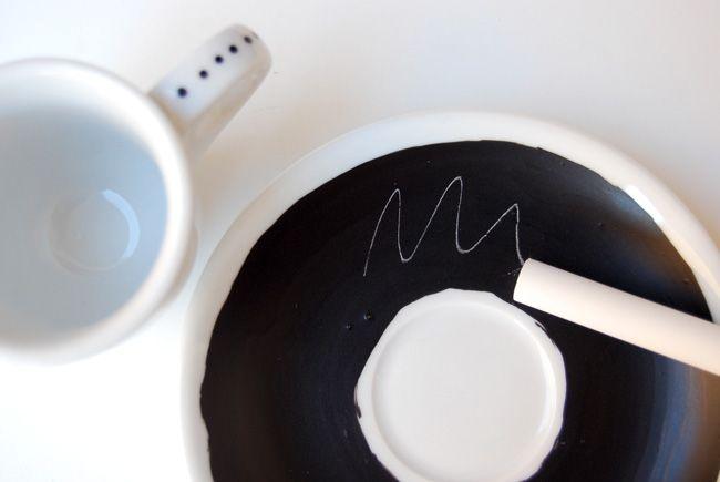 Coffee cups with chalkboard saucers | Tazzine da caffè con piattino*lavagna