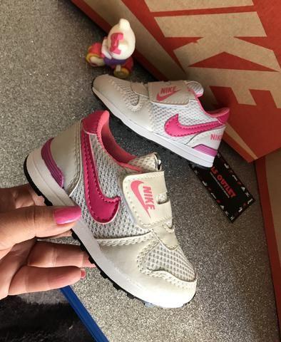 52a05566e3 Tênis Nike infantil velcro menina