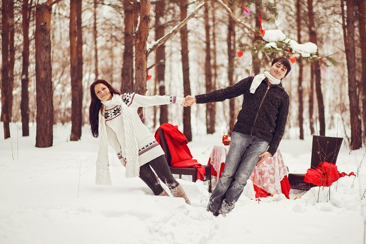 winter love story in the woods, red details, knitted sweaters