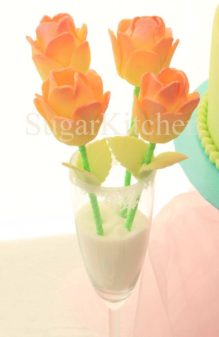 Läckra små fikabitar i form av blommor! Från SugarKitchen