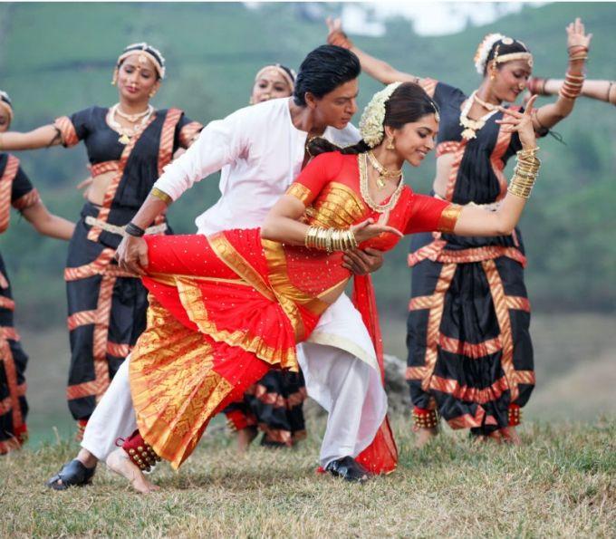 Shahrukh Khan and Deepika Padukone | Chennai Express | Picture 338315 - Oneindia Gallery