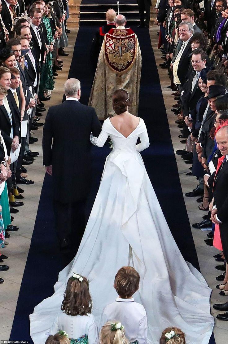 Beautiful Bride Princess Eugenie Marries Jack Brooksbank In Windsor Royal Wedding Gowns Royal Wedding Dress Eugenie Wedding [ 1110 x 736 Pixel ]