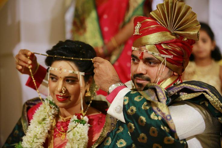 #marathibride#wedding#maharashtra#kolhapur#nath#mundavlya#nauvari saree candid wedding photography