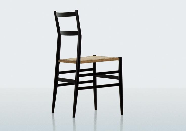 Nome: 699, detta Superleggera, di Cassina.  Designer: Gio Ponti.  Anno: 1957.  Caratteristiche: la struttura è in frassino naturale o laccato, la seduta in canna d'India.  Pesa solo 1,7 kg