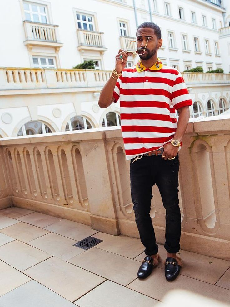 Rapper Big Sean is currently touring across Europe where hesupports Rihanna's Anti Tour. He was seen is in Frankfurt on Sunday, July 17 while enjoying asunny weather with a group of friends. In the photo, Sean isleaning against a ledgeof a balcony rocking aCotton Polo with Snake Embroidery (£37