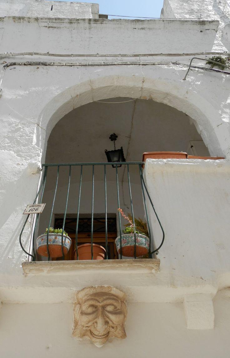 Balcone con maschera - Locorotondo - Puglia Italy