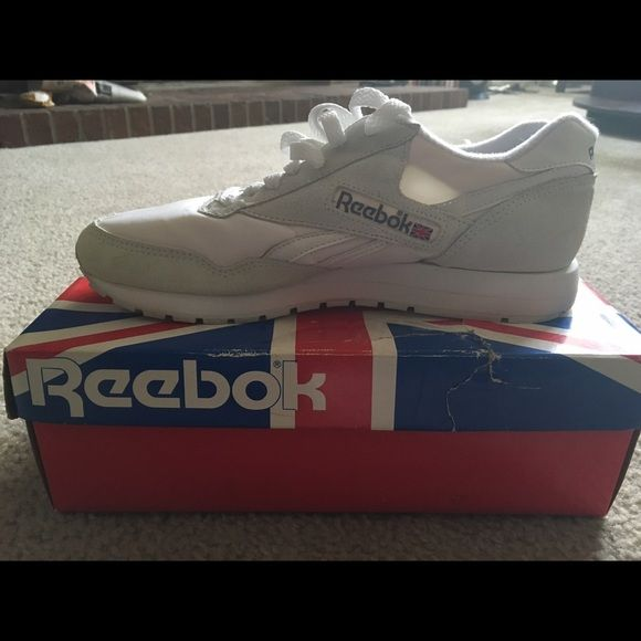 White Reebok CL 1000 size 10 Brand new never worn Reeboks.  Size 10. Comes with box. Reebok Shoes Sneakers