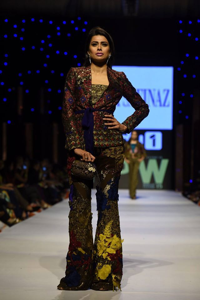sana-safinaz-latest-pakistani-dresses-styles-pairing-bell-bottom-pants-4