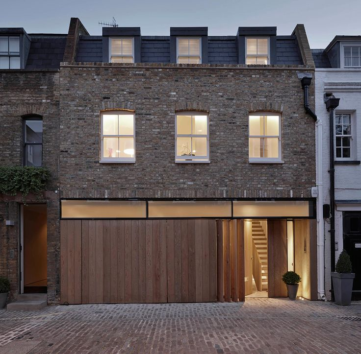 D Raw // Brick Mews House
