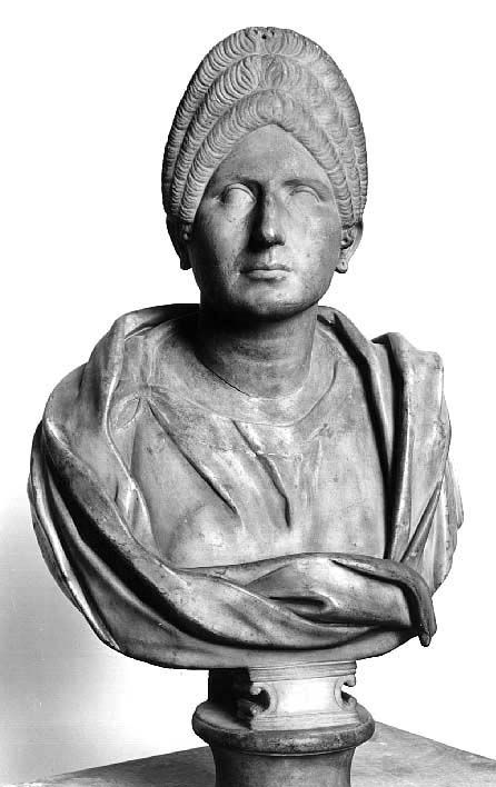 Bust of woman from the age of Trajan  Reinette: Ancient Roman Hairstyles and Headdresses from the Flavian Dynasty to the Age of Trajan 69-117