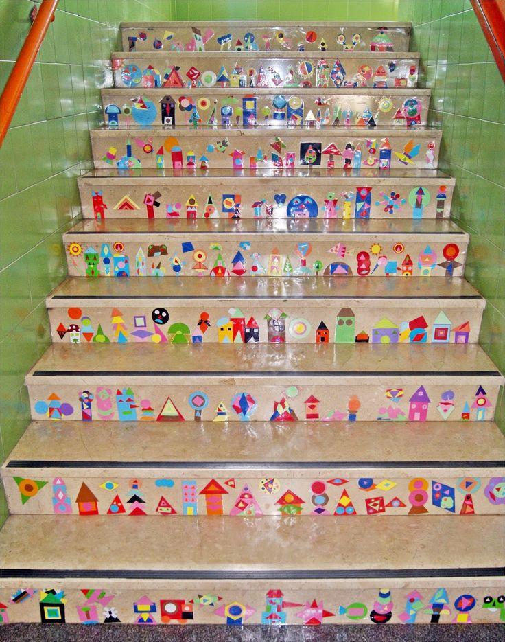Azul Turquesa Bitácora de Teresa. Triángulos y cuadriláteros para crear frisos en el frontal de las escaleras. Trabajo inspirado en Ellen Giggenbach