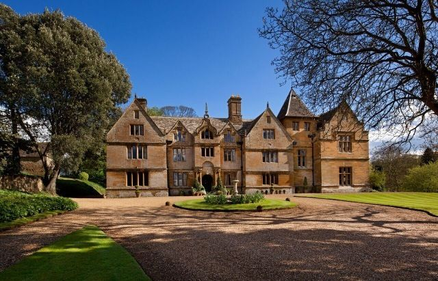 Mears Ashby Hall self catering cottage for hen parties in Northamptonshire, East Midlands , England. Sleeps up to 18 people. https://www.henpartyvenues.co.uk/cottage/nhp4394/Mears-Ashby/Mears-Ashby-Hall/