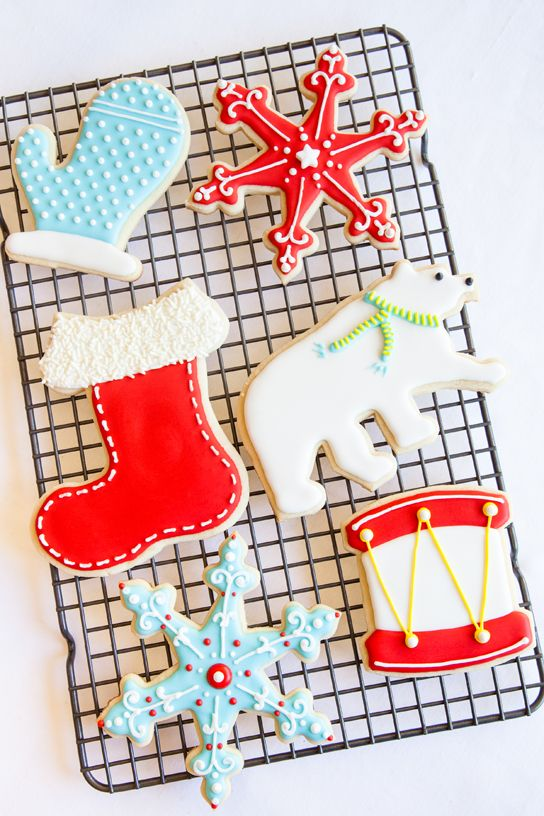 William Sonoma Cookie Decorating Tips - Cookie & Royal Icing recipes included, along with 5 easy steps to perfect cookies.