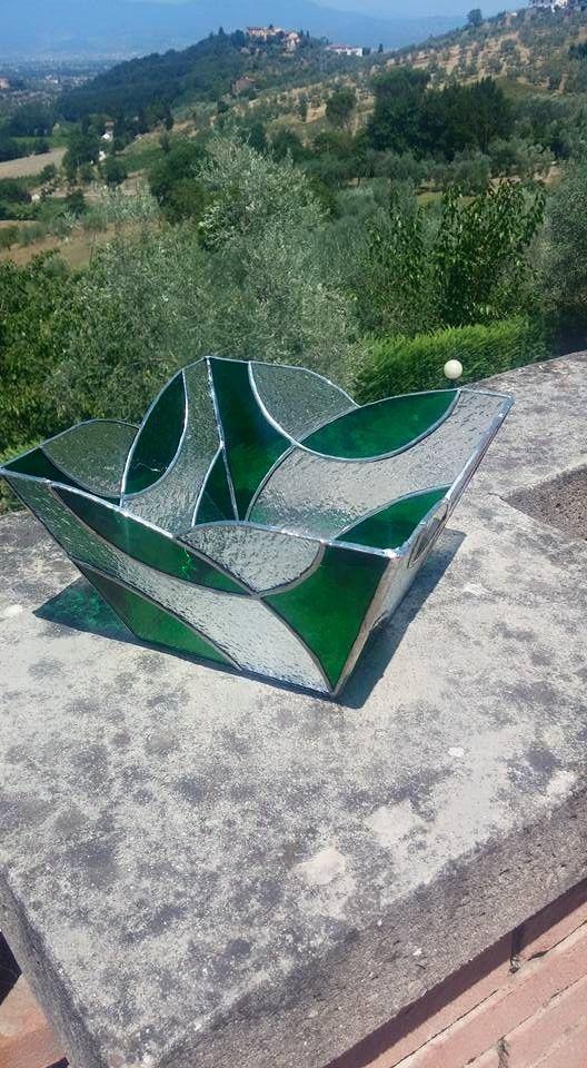 Centrotavola in vetro colorato realizzato con la tecnica Tiffany.