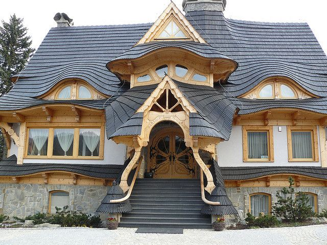 New build in Zakopane, Poland. Awesome detailing.