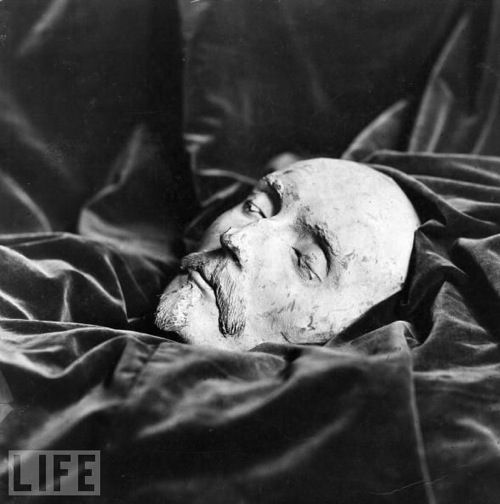 In 1842 a death mask was found in a ragpicker's shop in Darmstadt, Germany, that is 99.9% certain to be that of  William Shakespeare. The mask, bearing the date of 1616 (Shakespeare died on April 23, 1616), features the writer's high forehead, prominent nose and beard. Engineers at Konica Minolta Europe scanned the death mask with lasers to construct a 3D computer model. After superimposing the model with the death mask, perfect matches were revealed between forehead, eyes & nose.