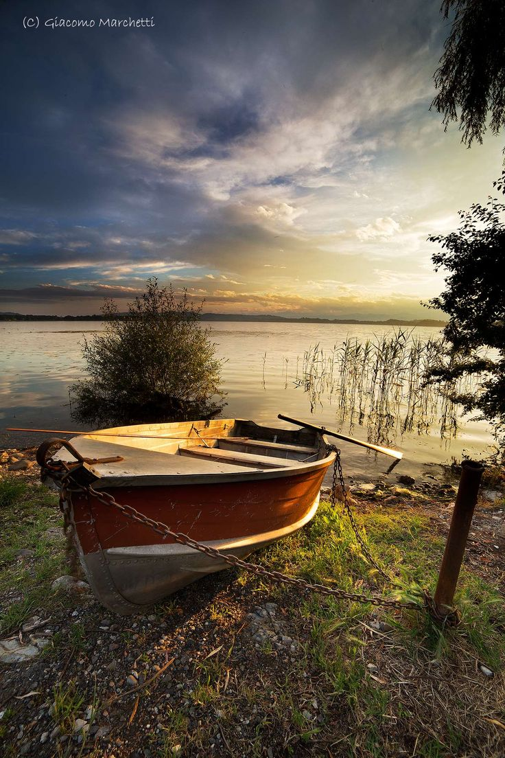 Lago di #Varese #Lombardia #Italy. See more at www.in-lombardia.it/