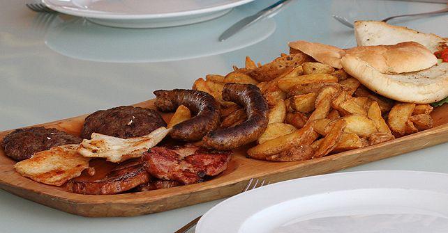 A legjobb strandétel nyomában: halburger, halchips, keszeg, hekk, lángos, bográcsos ételek, slambuc, lapcsánka.