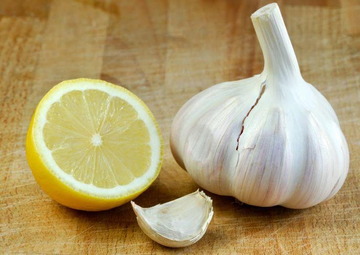 Remedio natural para eliminar los hongos en los pies....una mezcla de ajo y limón.