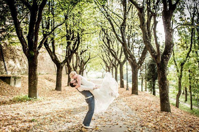 Lente? Ga trouwen in het bos! #bruiloft #trouwen #huwelijk #trouwdag #lente #bos #inspiratie Trouwen in het bos | ThePerfectWedding.nl | Fotografie: Eppel Fotografie