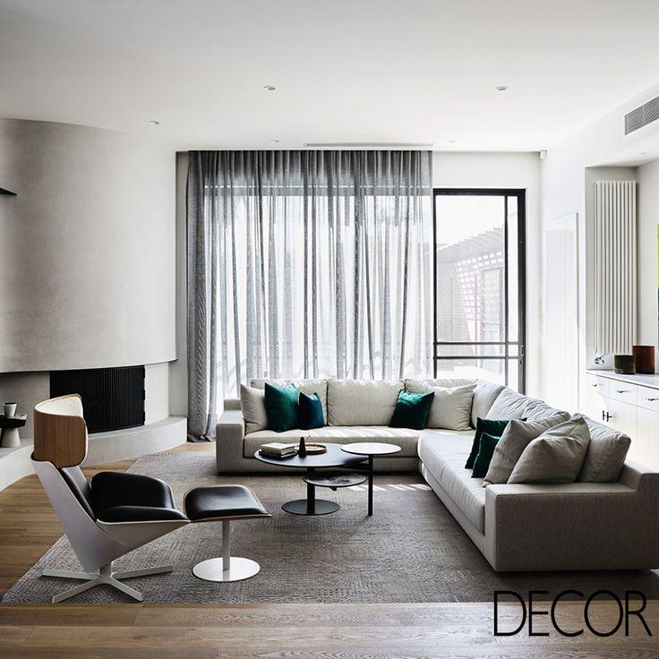 Com traços da Era Eduardiana, esta residência está localizada em Melbourne, na Austrália. Histórica, a residência foi assinada pelo premiado estúdio Mim Design e, originalmente em tons sóbrios, recebe cores neutras para compor os seus cômodos, além de abundante iluminação natural.