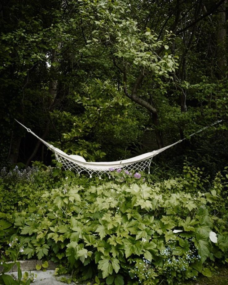 Crossing our fingers for summer like temperatures next week.  Sambito Hammock in the green  #skagerak #outdoorfurniture #outdoorlife #inspiration #spring #hammock #hammocklife #crossingfingers by @skagerak_denmark