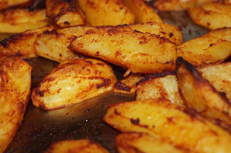 Patate sabbiose, ricetta per cucinare le patate al forno con panatura croccante di pangrattato ed erbe, per un contorno saporito e facile da preparare.