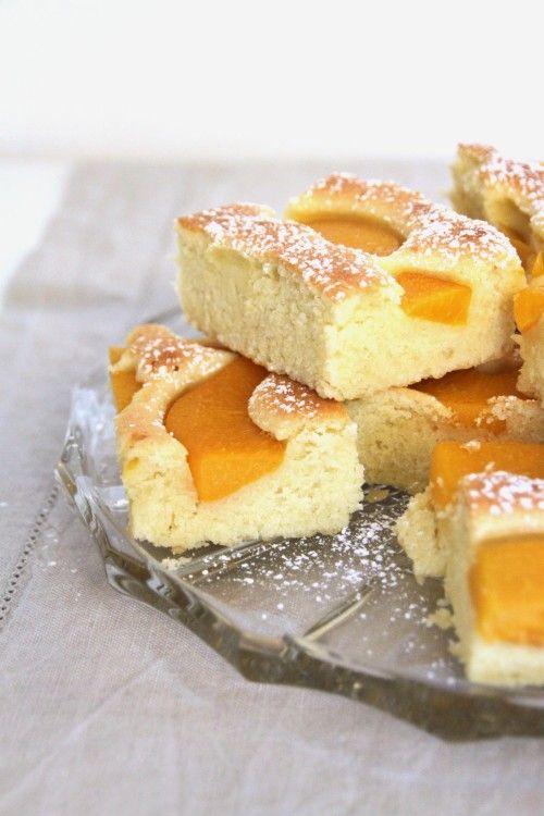 Mein Frühlingstip! Rezept: Schneller Pfirsichkuchen, Blechkuchen, perfekt für Sonntage, süß und fruchtig | marygoesround.de