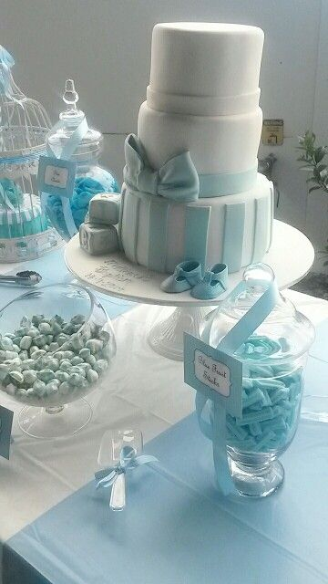 Table setup for this amazing cake