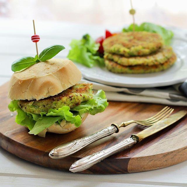 Ecco la ricetta degli HAMBURGHER di QUINOA e ZUCCHINE sani e sfiziosi ✔️perfetti per un pranzo light e veggie ✔️VIDEORICETTA e ricetta qui @mamma_gy link diretto in bio