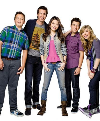 Mirando Cosgrove had the cutest reunion with the iCarly cast!