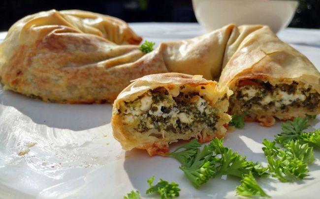 Recept voor een hartige banketstaaf met spinazie en feta. Heerlijk voor de afwisseling op 5 december. - TantePollewop