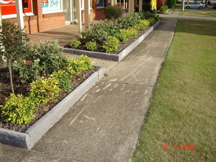 Landscaping ideas landscaping borders and landscaping on for Cheap easy landscape edging