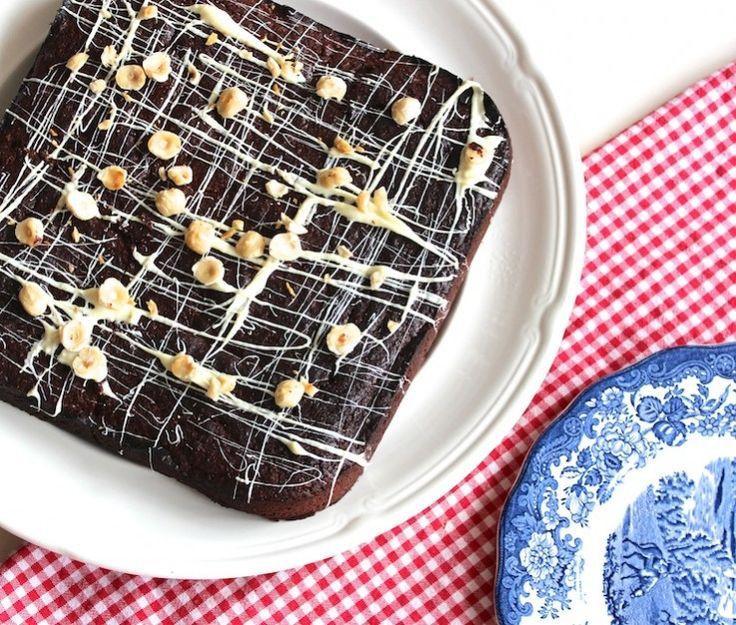 Sinner Sunday: Overheerlijke glutenvrije chocoladetaart met nootjes. Taart om van te smullen! #chocoladetaart #chickslovefood #sinnersunday #glutenvrij