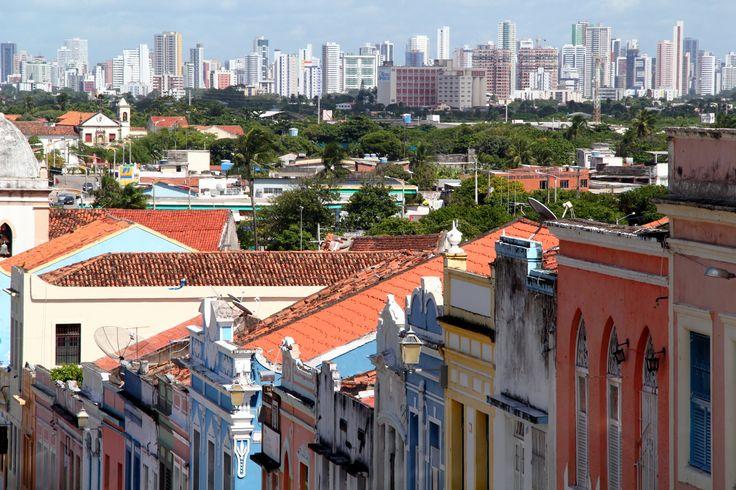 Vista de Recife, em uma ladeira de Olinda.