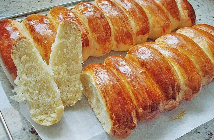 Sweet German Bread 4 c. flour; 2/3 c sugar; 2/3 c butter; 1 pkg yeast;2/3 c milk ;knead, knead, roll. brush with egg yoke; bake 350 for 20-25 minEinback