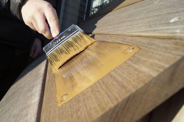 Hårdttræsolie til vedligeholdelse af terrasse i hårdttræ. Copyright: Keflico A/S.
