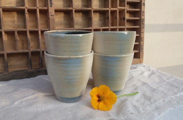 set 4 water-wine glasses / set 4 bicchieri per vino e acqua / set 4 bicchieri conici fatti a mano in ceramica esterno perla interno blu di QBceramics su Etsy