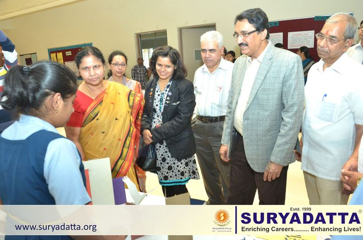 Suryadatta Junior College Students displaying their science project to Ms. Jyostsna Mishra – Vice president Principals Forum, NASA Scientist Leena Bokil, Mr,Balasaheb Ovhal, Asst.Director- Education Pune Division, Prof.  Dr. Sanjay B. Chordiya Dean Academics Suryadatta  Group Pune and Adv. Shrikant Patil