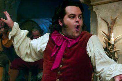 Disney впервые покажет персонажа-гея в «Красавице и чудовище» http://mnogomerie.ru/2017/03/01/disney-vpervye-pokajet-personaja-geia-v-krasavice-i-chydovishe/  В мюзикле «Красавица и чудовище» режиссера Билла Кондона появится персонаж-гей. Это будет первый фильм киностудии Disney, в котором покажут гомосексуальные отношения, сообщает издание Attitude в среду, 1 марта. Как рассказал Кондон, персонажем-геем станет ЛеФу (Джош Гэд), помощник главного антагониста фильма Гастона (Люк Эванс). «ЛеФу…