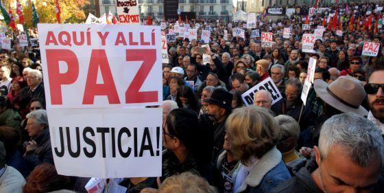 'No en nuestro nombre' moviliza a miles de personas contra la guerra   España   EL PAÍS