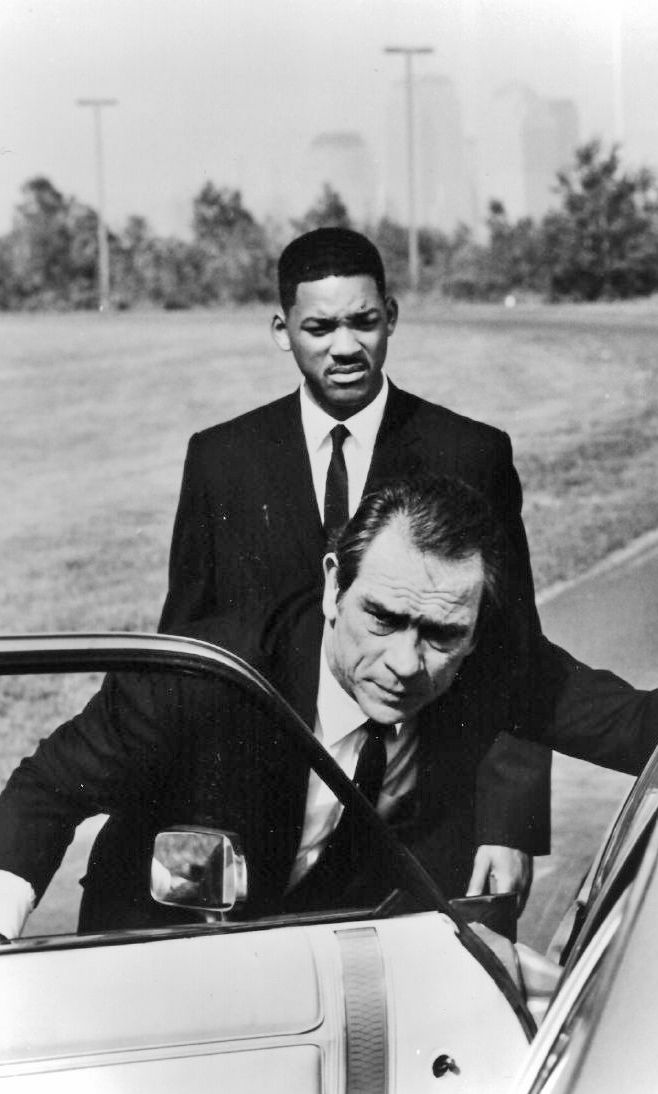Tommy Lee Jones & Will Smith in Men in Black by Barry Sonnenfeld