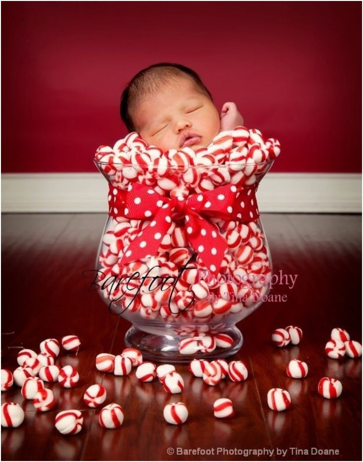 30+Absolutely+Cute+Babies+And+Their+First+Christmas+Photo