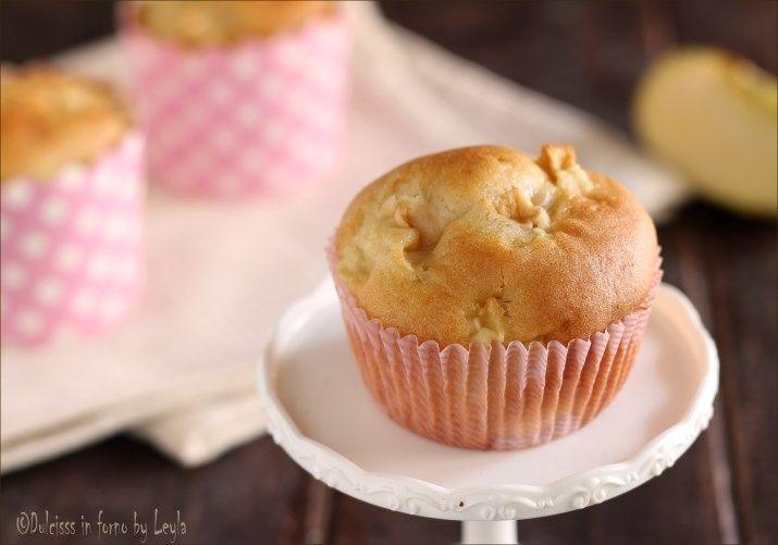 Muffin alle mele: una ricetta facile per preparare delle tortine morbide e delicate al gusto di mela. Ideali a colazione ma perfette anche per merenda !